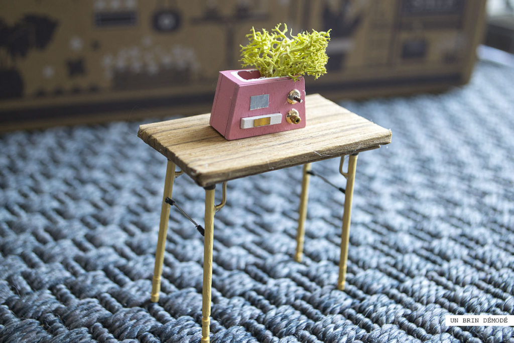 TABLE MINIATURE